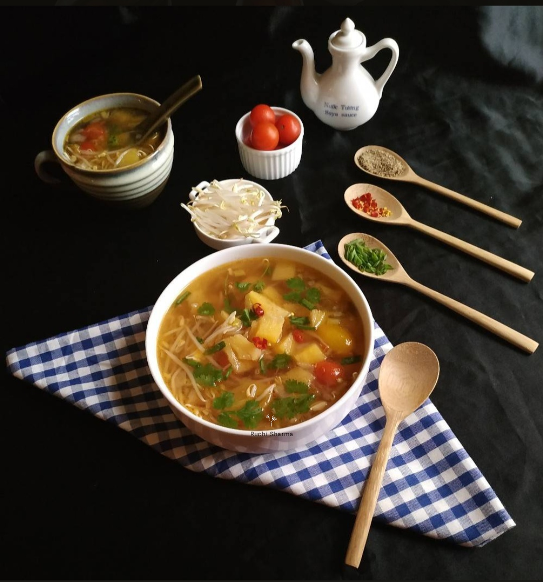Pineapple and bean sprouts soup