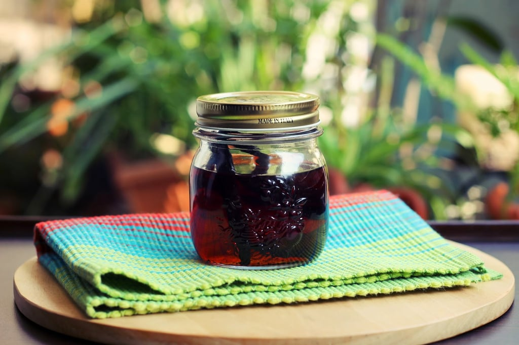 How to make Vanilla Extract at home!